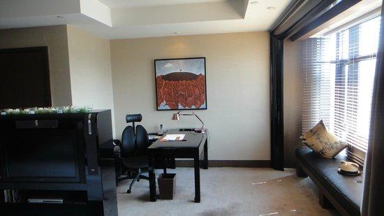 Pudi Boutique Hotel: Mesa de trabalho