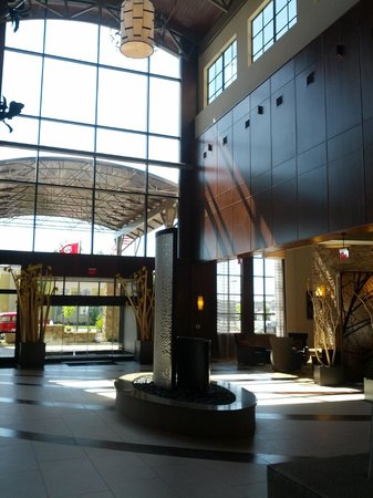 Embassy Suites by Hilton Chattanooga/Hamilton Place : Entry atrium