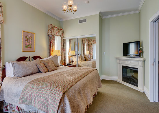 The Waring House: Bedroom for a Premium Suite