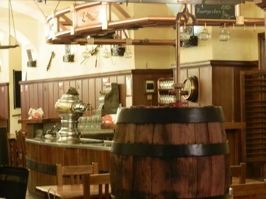 Brewery Hotel U Medvidku: restaurante