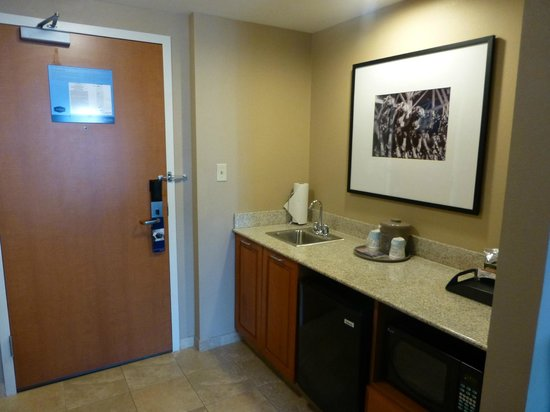 Hampton Inn & Suites St. Louis at Forest Park: Kitchenette