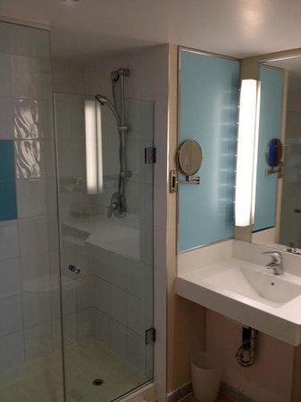 Novotel Toronto Mississauga Center: salle de bain
