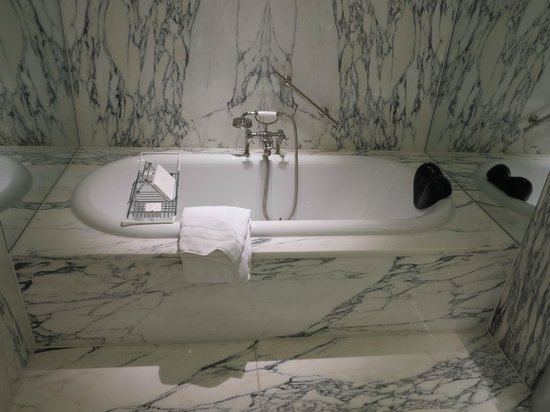 De L'Europe Amsterdam: Room 420 - bathtub (separate shower not shown)