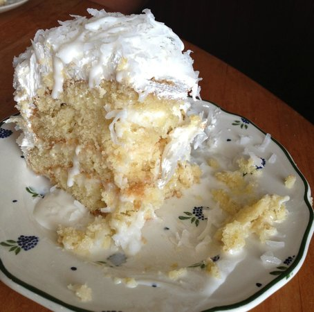 Blue Rooster Southern Grill: Coconut Cake