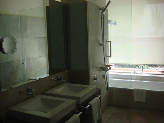 Parador de Alcala de Henares: Baño y bañera