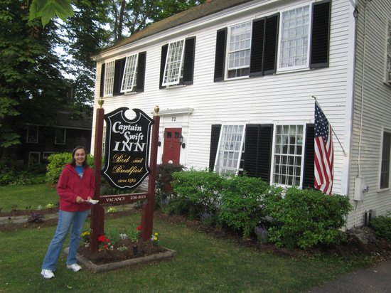 Captain Swift Inn: In front of the inn