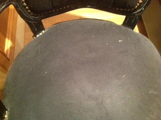 Hotel Melville: Filthy chair