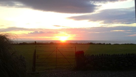 Bach Wen Cottages: Sunset