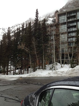 Iron Blosam Lodge: view from parking lot