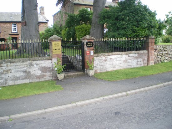 Laurel House: Front gate