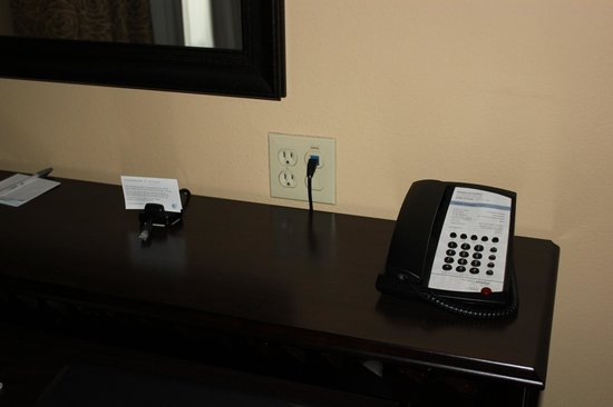 Hampton Inn & Suites Thousand Oaks: Easy Access Outlets