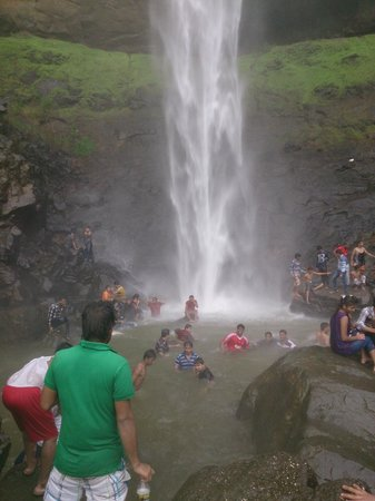 Navi Mumbai, Indien: pandavkada waterfall, opp. to central park, kharghar
