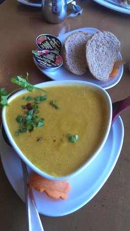 Moana Bakery & Cafe: Homemade soup for breakfast! (Vegan)