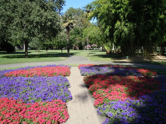Capitol Park: Expansive grounds and flower beds in Capital Park