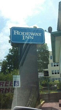 Rodeway Inn near Ft. Sam Houston: Very Old And Ghetto , Needs And Update