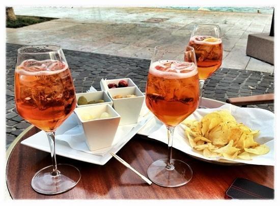 Bar Italia: Aperitivo!