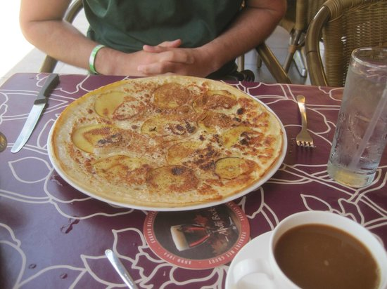 The Dutch Pancake House: Pancake with pineapple and bacon