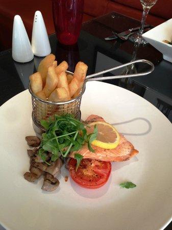 Granite City Bar and Grill: Salmon
