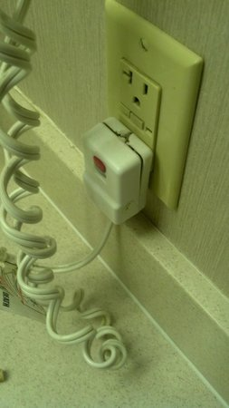 Comfort Inn  - Pittsburgh / Steubenville Pike : dangerous hair dryer cord in bath