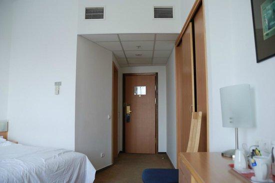 Novotel Moscow Centre: Entrada habitación