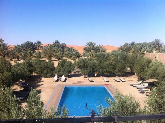 Haven La Chance Desert Hotel: swiming pool with the dunes