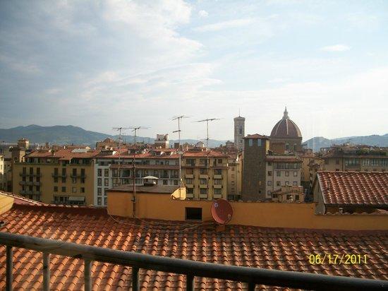 Pitti Palace al Ponte Vecchio: Vista do terraço onde servem o café da manhã