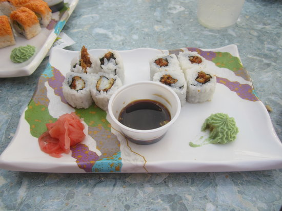 Sunset Grille & Raw Bar: Overpriced and bad tasting Fried and Burnt Crab Sushi- Nickel Size $10