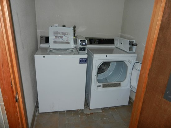 Shilo Inn Rose Garden : washer and dryer