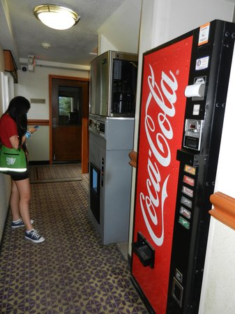Shilo Inn Rose Garden : the ice and soda machines