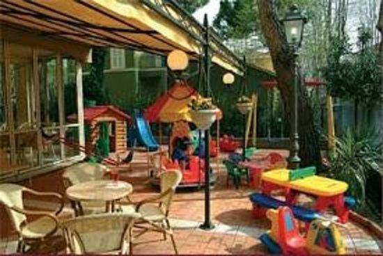 Hotel Gioiosa: Giardino