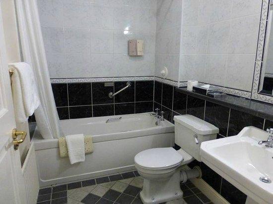 Menlo Park Hotel: Bathroom