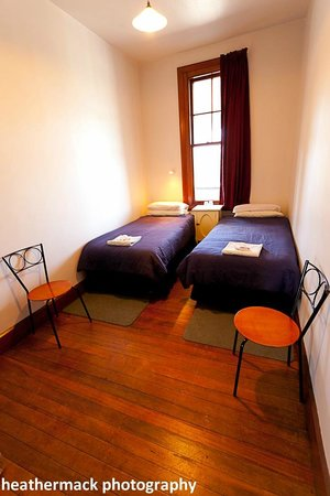 The Brown Pub Methven Mt Hutt: Comfortable clean twin room