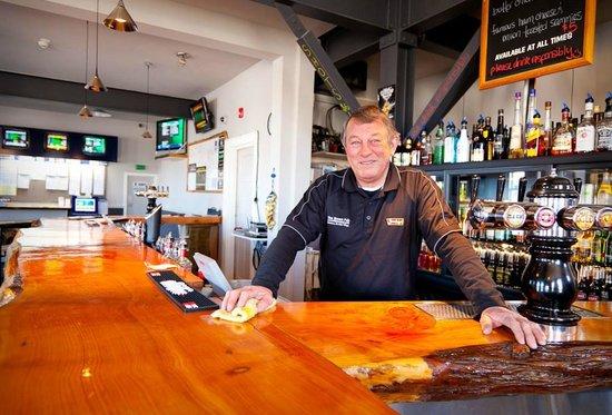The Brown Pub Methven Mt Hutt: Friendly locals