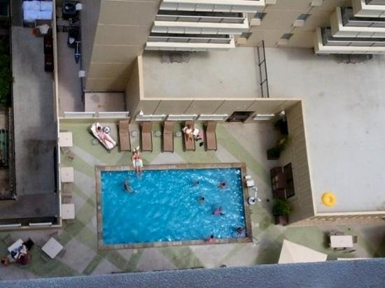 Hyatt Place Waikiki Beach: small pool but you have a real big pool (beach) few blocks away!