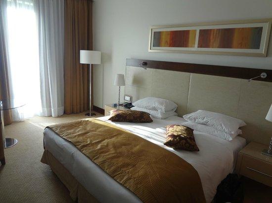 El Aurassi Hotel: Bed