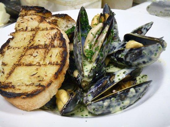 Cimo Mediterranean Grill: Fresh Salt Spring Island Mussels