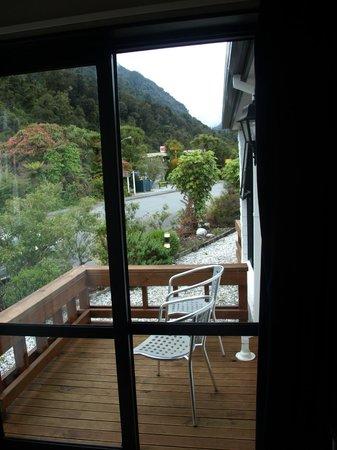 Alpine Glacier Motor Lodge : Terraza