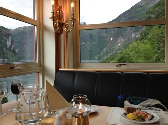 Grande Fjord Hotel: Dinner with a great view!