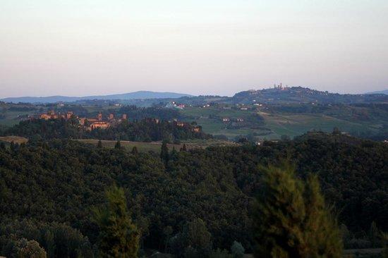 Podere Benintendi: View of Certaldo and San Gimi from Galileo Apt