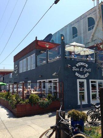 Venice Whaler Bar & Grill : View facing the pier/ocean