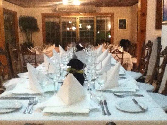 La Casa de Los Nogueras : nos prepararon esta vella mesa