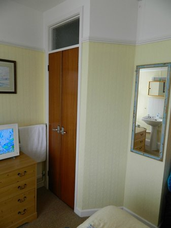 The Borthalan Hotel: The 'en-suite' (with the sink next to the bed)