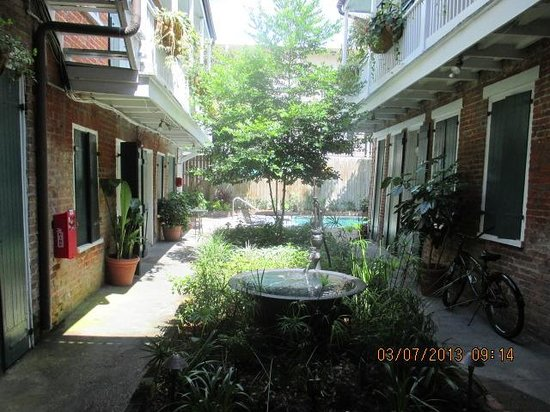 Hotel St. Pierre: court yard/pool