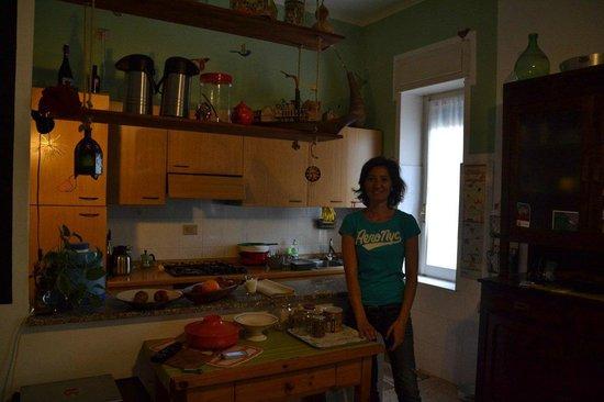 Boipeba Bed and Breakfast: Giulia in der Küche