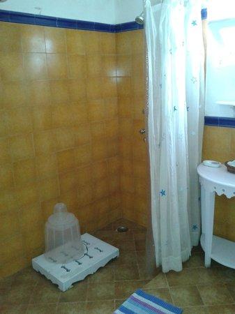 Neemrana's - Ramgarh Bungalows: Bathroom