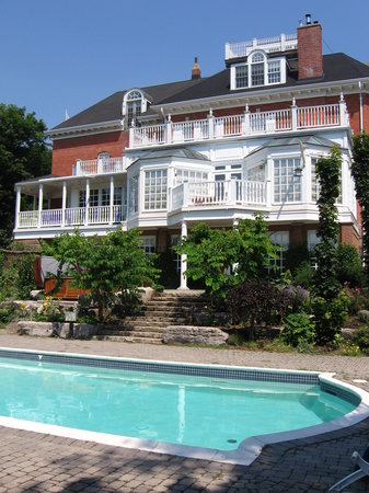 Hillcrest Inn Bed & Breakfast: Saline Swimming Pool