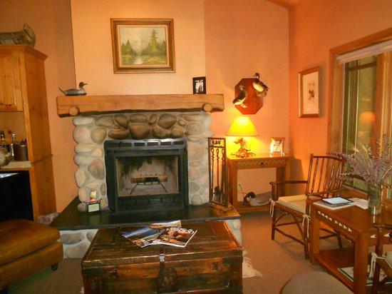 Weasku Inn: Our cabin