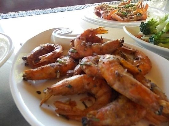 Moorea Golf Lodge : The wonderful salted shrimp for lunch