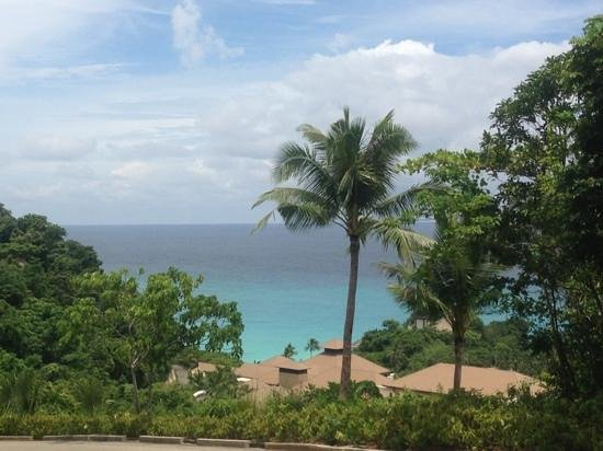 Shangri-La's Boracay Resort & Spa: lovely view on the way to the lobby while in the van transport
