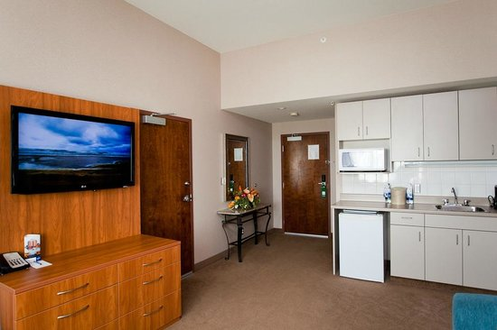 Coast Hotel & Convention Centre: Cascades Suite